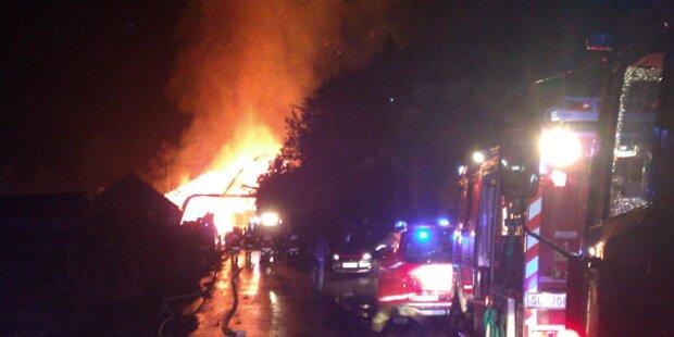 Großbrand in Sägewerk in Hof bei Salzburg