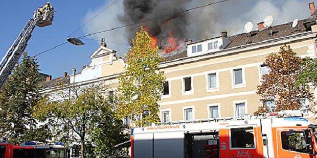 Großbrand: Drei Häuser evakuiert