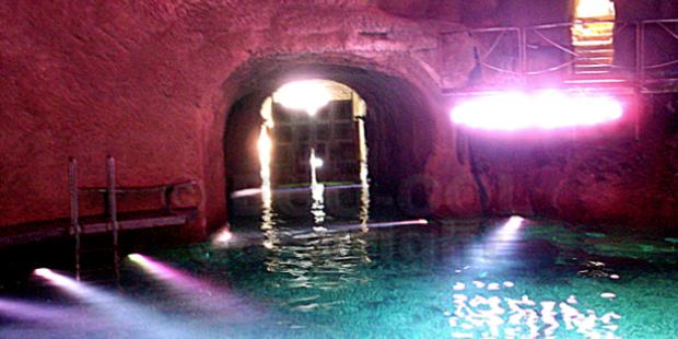 Foto von Berlusconis Sex-Grotte veröffentlicht