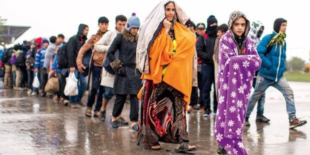 Trotz Kälte täglich Tausende Flüchtlinge