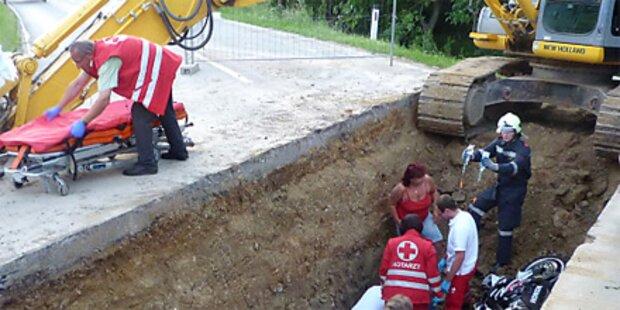 Biker stürzte in NÖ in Baustellengrube