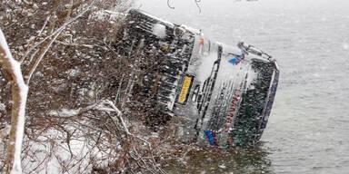 Sattelzug stürzte in Grundlsee