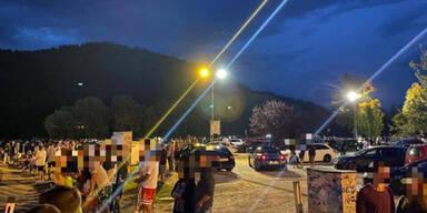 Menschen bei GTI Treffen in Kärnten verweigern Corona Maßnahmen