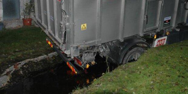 Navi lockt Lkw-Lenker in Güllegrube