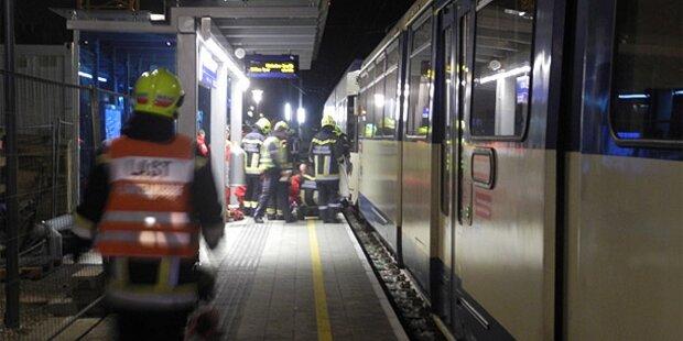 Mann von Badner Bahn überrollt - tot