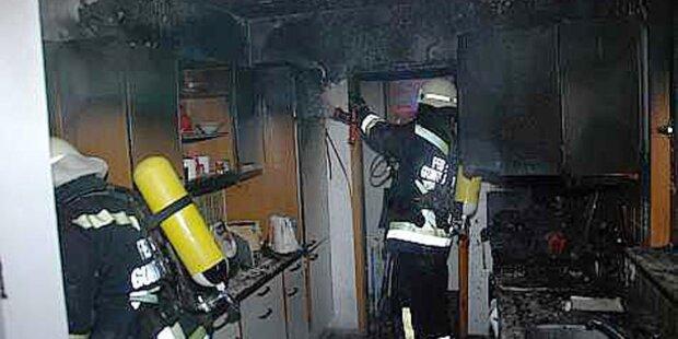 Küche in Flammen - Zwei Frauen retten sich