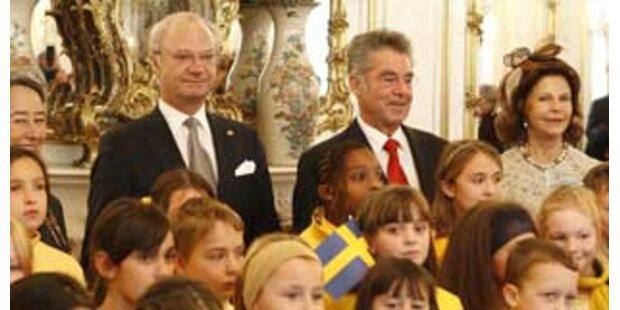 Herzlicher Empfang für Schwedens Königspaar