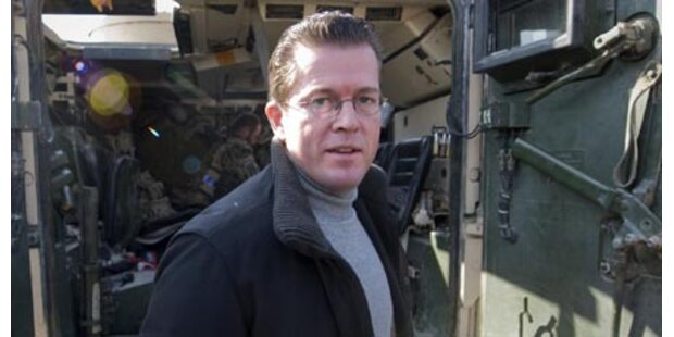 Hubschrauber mit Guttenberg beschossen