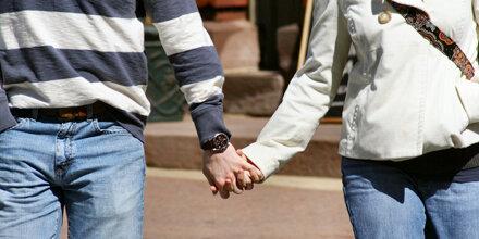 Händchenhalten mindert Herzinfarktrisiko