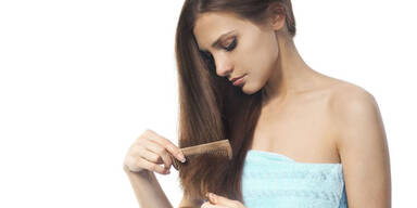 Haarausfall-Mythen unter der Lupe