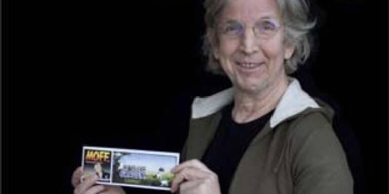 """Gerha Haderer mit seinem Magazin """"Moff"""""""