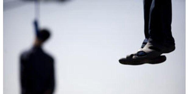 Iraner hängen fünf Drogenschmuggler