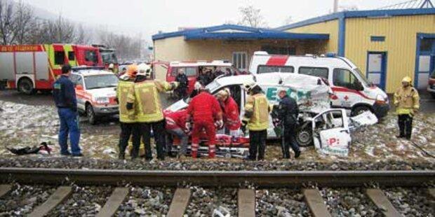 Graz: Kleinlaster von Zug gerammt