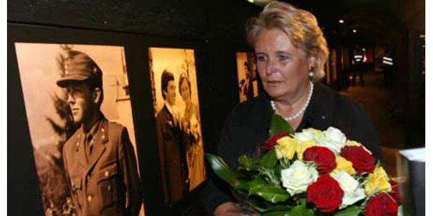 Haider Witwe mit Tränen im Museum