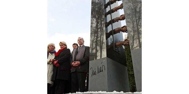 Skulptur zum Gedenken an Haider enthüllt