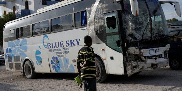 Bus rast in Menschenmenge: 38 Tote