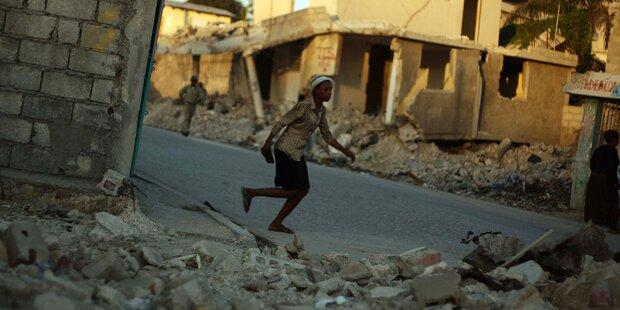 Nach Erdbeben: Helfer feierten Orgien