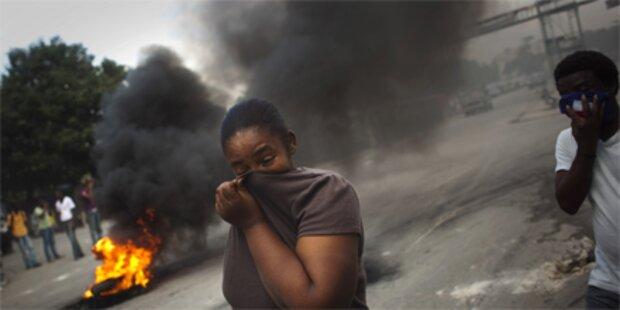 UN-Blauhelme erschießen zwei Demonstranten