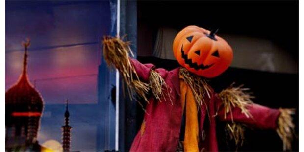 Toten Mann für Halloween-Puppe gehalten