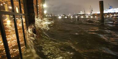 Heftige Sturmflut erreicht Hamburg