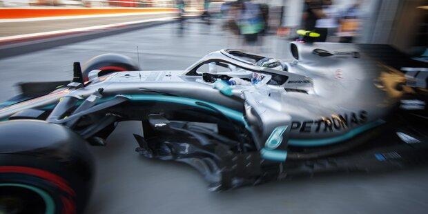 Hamilton crasht - Ferrari mit Bestzeit