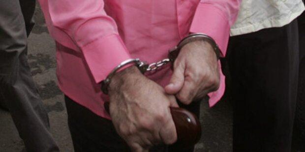 Nach der Hochzeit klickten Handschellen