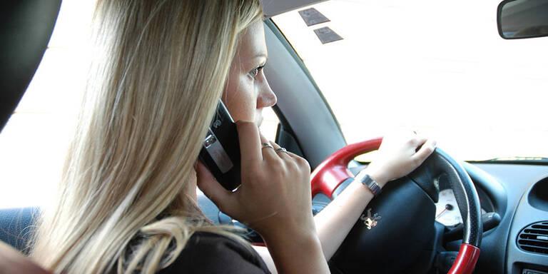 Viermal so viele Handy-Sünder wie Alkolenker