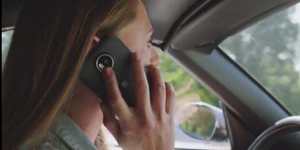 Video: So gefährlich ist Handy am Steuer