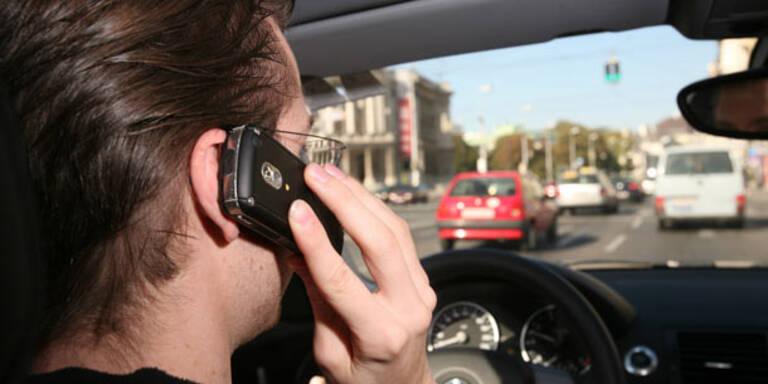 Unfalllenkern soll Handy abgenommen werden
