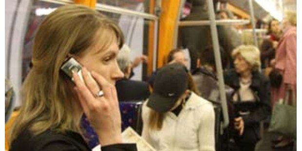 Nur jeder Dritte für Handy-Bann in Öffis