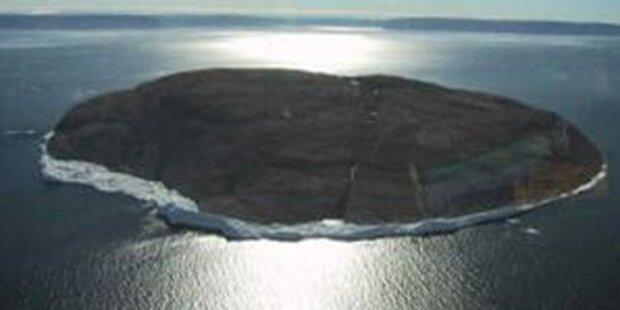 Touristen besetzen umstrittene Insel