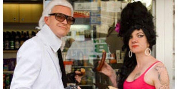 Lagerfeld und Winehouse beim Würstlstand in Krems