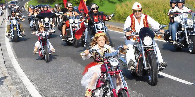 Mädchen auf Mini-Bikes gestoppt