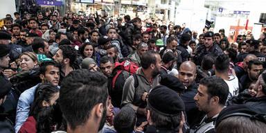 50.000 Flüchtlinge reisen durch Österreich