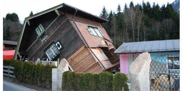 Komplettes Wohnhaus stürzte in Baugrube