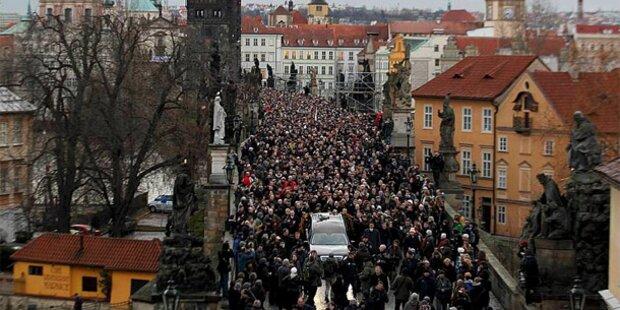 Zehntausende nehmen Abschied von Havel