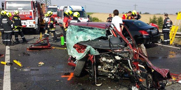 Horror-Crash: Eine Tote, drei Verletzte