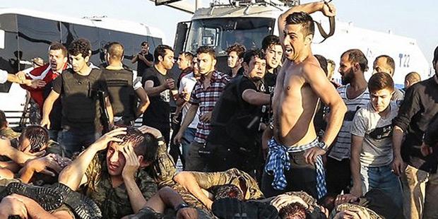 Schockbilder Erdogan Putsch Soldaten