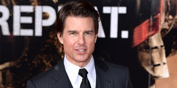Tom Cruise grüßt von Paris aus die Welt