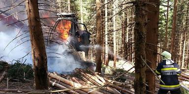 Holzernte-Maschine brannte komplett aus