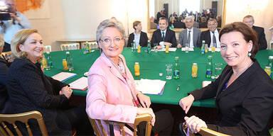 Gabriele Heinisch-Hosek, Claudia Schmied; Lehrer-Verhandlungen