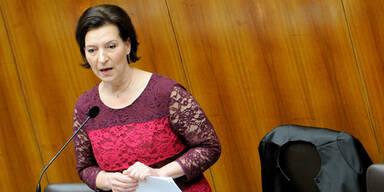 Schule: Ministerin zieht Spar-Vorschläge zurück