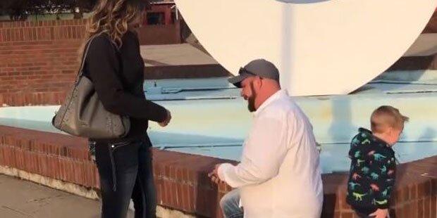 Er macht ihr einen Heiratsantrag - doch dann passiert das!