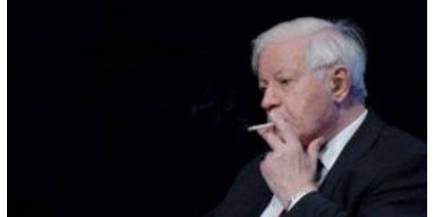 Anzeige wegen Rauchens gegen Ex-Kanzler Schmidt