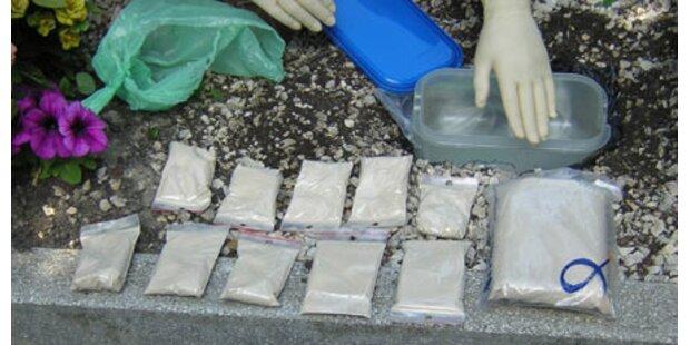 Dealer bunkerte Heroin im Grab der Oma