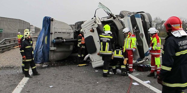Lkw-Crash legte S33 lahm