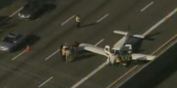 Flugzeug musste auf Highway notlanden