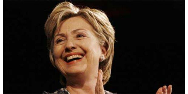 Hillary Clinton liegt vor Giuliani