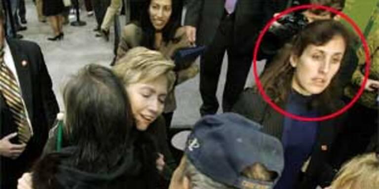 Hillary bei einer Wahlveranstaltung, an ihrer Seite Huma Abedin