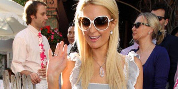 Paris Hilton zeigt sich im Bayern-Outfit
